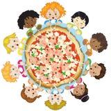 Kinderen met pizza Stock Foto's