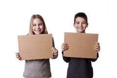 Kinderen met ruimte voor reclame stock fotografie
