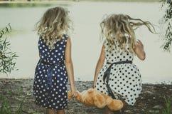 Kinderen met teddybeerstuk speelgoed Royalty-vrije Stock Foto's