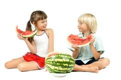 Kinderen met watermeloen Stock Foto's