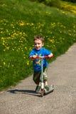 Kinderen op de speelplaats Stock Foto's