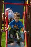 Kinderen op de speelplaats Stock Foto