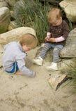 Kinderen op het strand Royalty-vrije Stock Afbeeldingen