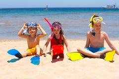 Kinderen op het strand royalty-vrije stock afbeelding