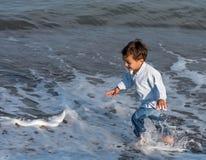Kinderen op het strand Royalty-vrije Stock Foto's