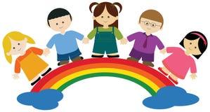Kinderen op regenboog royalty-vrije illustratie