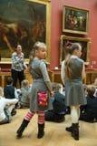 Kinderen op reis in het nationale museum van Russisch art. Royalty-vrije Stock Afbeelding