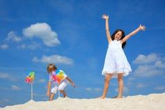 Kinderen op strand royalty-vrije stock foto