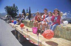 Kinderen op Vlotter in 4 de Parade van Juli, Lima, Montana Stock Afbeelding