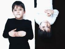 Kinderen op zwart-wit royalty-vrije stock foto