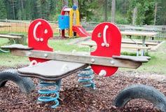 Kinderen openlucht speelgebied in een bergdorp Stock Foto's