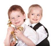 Kinderen in pak met telefoon. Stock Fotografie
