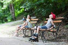 Kinderen in park royalty-vrije stock afbeelding