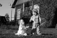 Kinderen in parkjongen en meisje Royalty-vrije Stock Fotografie