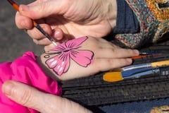 Kinderen` s lichaam het schilderen Royalty-vrije Stock Afbeeldingen