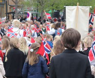 Kinderen` s parade in Trondheim op Noorse Nationale Dag Stock Foto