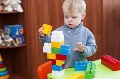 Kinderen` s stuk speelgoed aannemer stock foto's