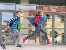 Kinderen terug naar school Stock Fotografie