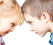 Kinderen van aangezicht tot aangezicht Stock Foto's