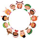 Kinderen van verschillende nationaliteiten in de kostuums van Kerstmis in de cirkel op witte achtergrond vector illustratie