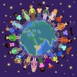 Kinderen van verschillende nationaliteiten om de bol royalty-vrije illustratie