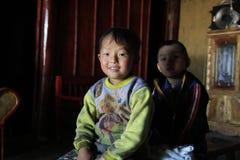 Kinderen in Y Ty Stock Foto's