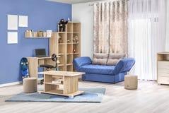 Kinderenbinnenland van een moderne woonkamer in kleur Royalty-vrije Stock Afbeeldingen