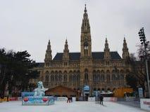 Kinderenijs die op Rathausplatz schaatsen Royalty-vrije Stock Foto