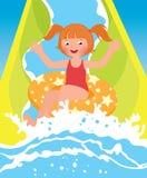 Kinderenmeisje het spelen in waterpark in de zomer Stock Foto