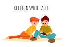 Kinderenmeisjes van verschillende die leeftijden in tablet worden gespeeld E Stock Foto's