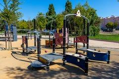 Kinderenspeelplaats op Sunny Day stock afbeelding