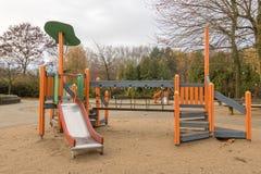 Kinderenspeelplaats in openbaar park royalty-vrije stock afbeelding