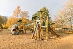 Kinderenspeelplaats in openbaar park royalty-vrije stock fotografie