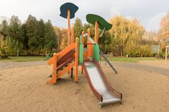 Kinderenspeelplaats in openbaar park royalty-vrije stock foto's