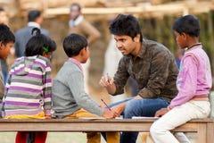 Kindererziehung, ländliches Indien stockfotografie