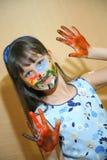 Kinderfarbengesichter mit Farben Stockfotos