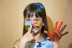 Kinderfarbengesichter mit Farben Stockbilder