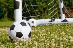 Kinderfußballball und -ziel Stockfoto