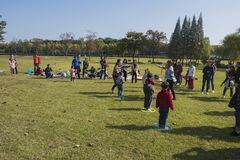 Kindergarten children and parents are taking part in a parent-child activity at longback mountain park in yixing, jiangsu province Royalty Free Stock Photos