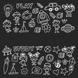 Kindergarten-Kindertagesstätten-Vorschulschulbildung mit Kindern kritzeln Muster Spiel und studieren Jungen- und Mädchenkinderdas stock abbildung