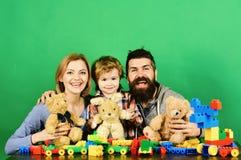 Kindergarten und Familienkonzept Mann mit Bart, Frau und Junge stockfotografie