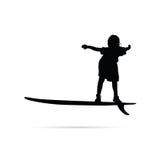 Kinderglückliches Schattenbild mit Surfbrett in der schwarzen Illustration Stockbilder