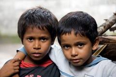 Kinderjaren in lokaal maldivian dorp Stock Foto's