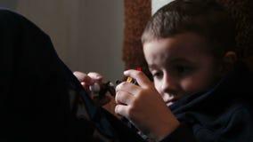 Kinderjunge, der mit Spielwaren spielt stock video footage