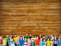Kinderkinderkindheits-Freundschafts-Glück-Verschiedenartigkeits-Konzept Stockfoto