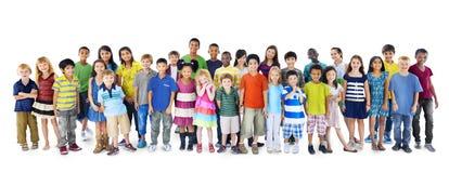 Kinderkinderkindheits-Freundschafts-Glück-Verschiedenartigkeits-Konzept Stockfotos