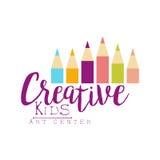 Kinderkreative Klassen-Schablone fördernder Logo With Set Of Pencils, Symbole der Kunst und der Kreativität Stockfotografie