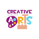 Kinderkreative Klassen-Schablonen-fördernde Logo With Constructor Block And-Palette, Symbole der Kunst und Kreativität Stockfoto