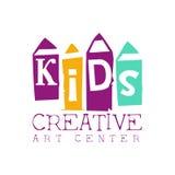 Kinderkreative Klassen-Schablonen-fördernde Logo With Pencils Symbols Of-Kunst und -kreativität vektor abbildung