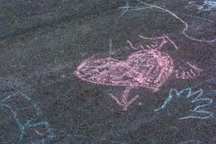 Kinderkreide-Zeichnungen Asphalt Concrete Outdoors Public Urban P lizenzfreies stockfoto